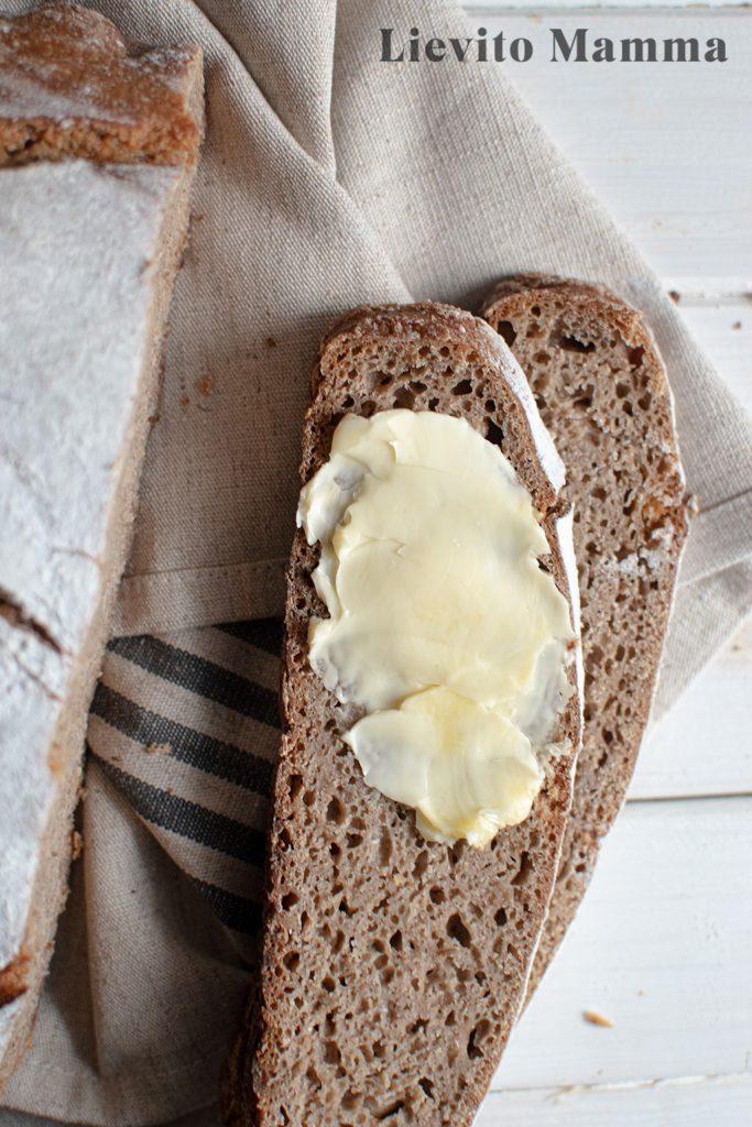 Reines Roggenbrot mit Lievito Madre - Perfekt für Butterbrote