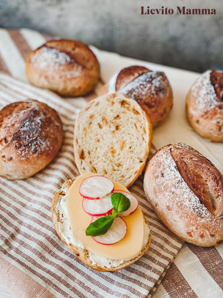 Brötchen mit Röstzwiebeln - Ein Rezept von Lievito Mamma