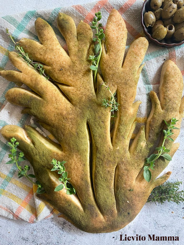 Fougasse mit Lievito Madre mit Spinatpulver - Ein Rezept von Lievito Mamma